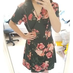 Dresses & Skirts - [NWOT] Green Floral Wrap Dress